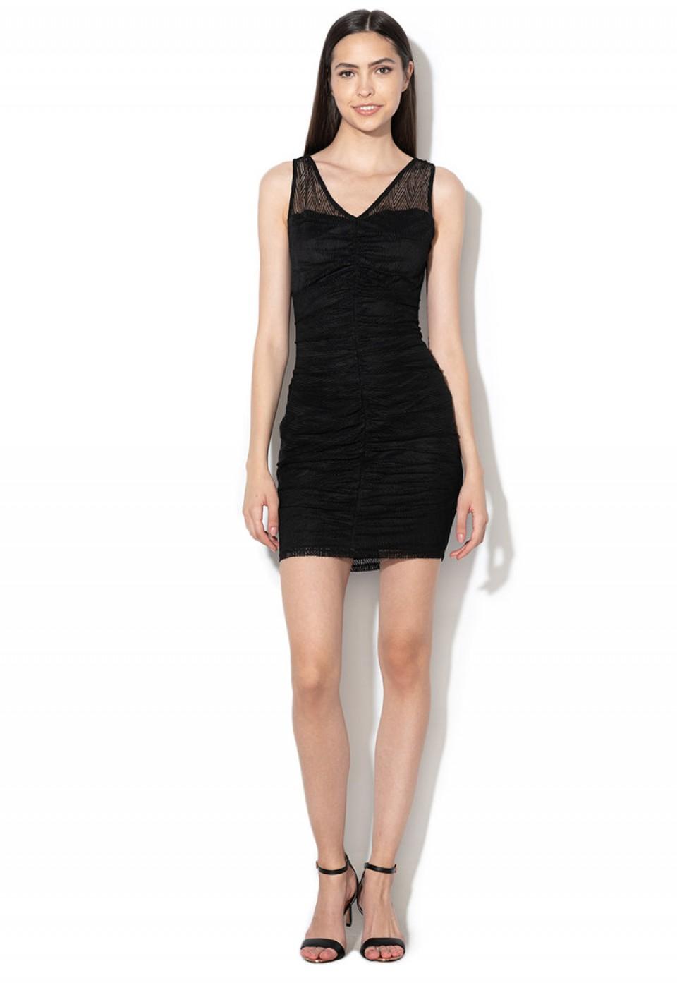 Вталена рокля с мрежесто покритие